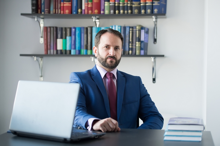 5 Guidelines for Hiring a Commercial Litigation Lawyer