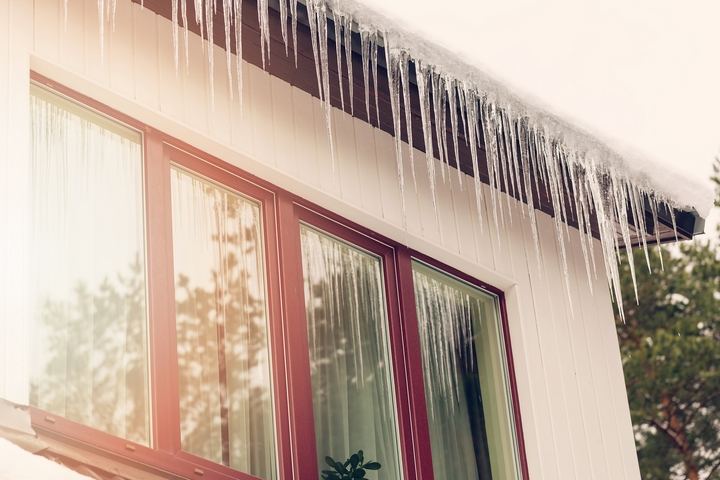 5 Ways Snow Can Damage Your Roof